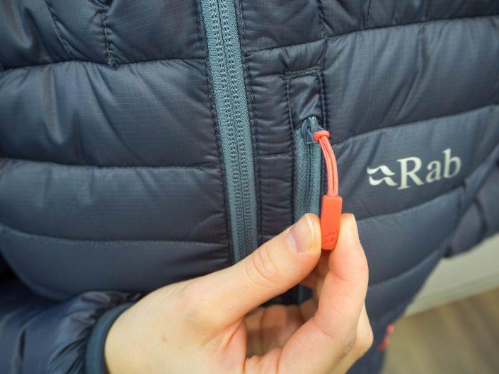 """""""Pienenä yksityiskohtana nostaisin esiin tukevat vetoketjujen vetimet.  Näitä on hyvä käsitellä hanskat kädessä kylminä päivinä."""" 9265014a1f"""