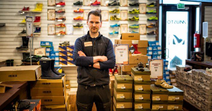 Vietämme kenkäviikkoja myymälöissämme ja verkkokaupassa 19.4-29.4.2018.  Kenkäviikkojen kunniaksi olemme täyttäneet kenkäosastomme kevään  huippu-uutuuksilla ... 654b88c828